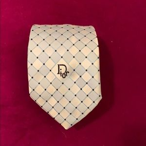 Christian Dior vintage tie 3.5 inches wide